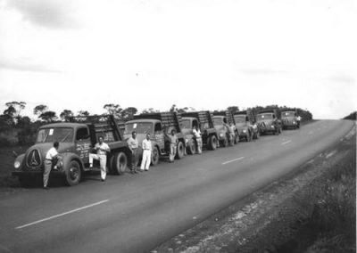 1954 - Sr. Fonda c/ Frota de caminhões Mannesman